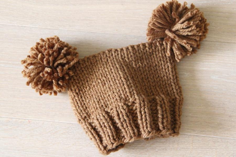 Návod na pletenou čepici s bambulkami