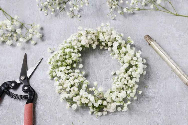 Návod na jarní nebo letní dekoraci - květinový věnec