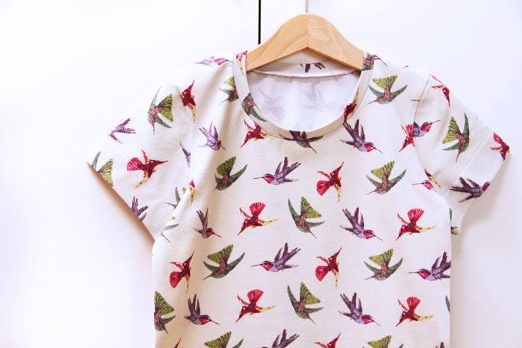 Střih na dětské tričko s krátkým rukávem + návod jak ušít triko krok za krokem