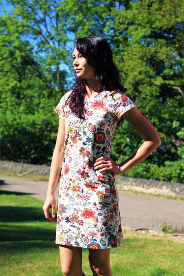 Jednoduchý střih na dámské šaty + návod jak ušít šaty krok za krokem (návod vhodný i pro začátečníky)