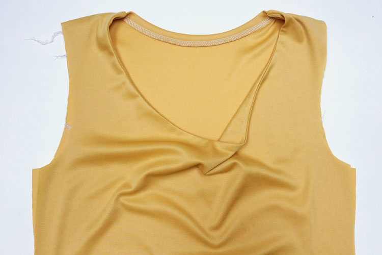 Střih na dámské tričko s vodou + návod jak ušít tričko