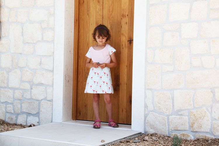 Střih a návod na jednoduché dětské šaty