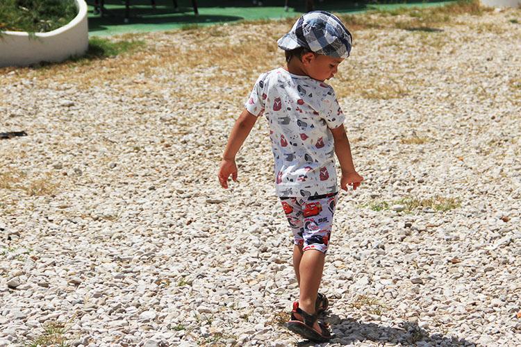 Jednoduchý střih na dětské šortky nebo bermudy - 2v1