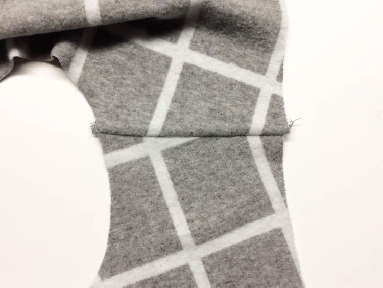Střih na dámské podzimní šaty - návod jak ušít šaty - polohování na kostkovanou látku