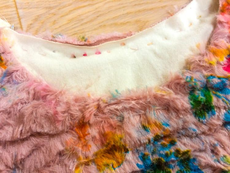 740654010df Střih na dámské zimní mikinošaty - Návod jak ušít šaty s podšívkou