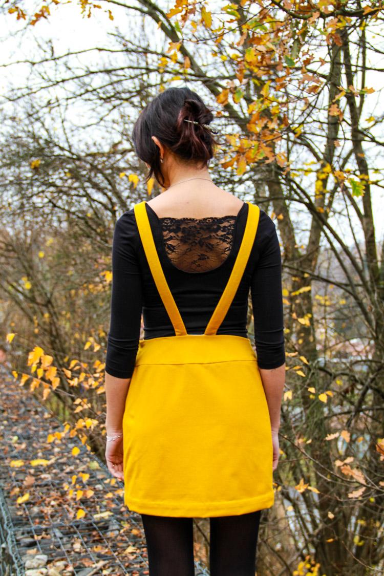 Střih na dámskou laclovou sukni