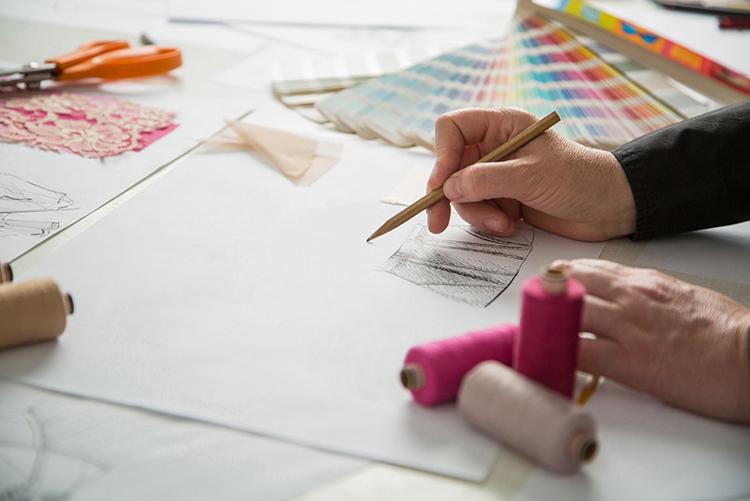 Oděvní střih - tvorba, konstrukce, jak to funguje