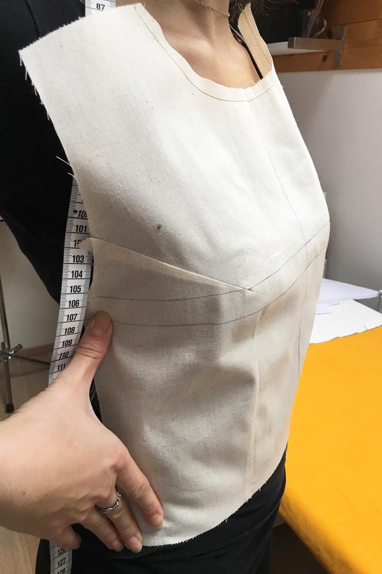 Jak se šije zkušební model - dámský top peplum