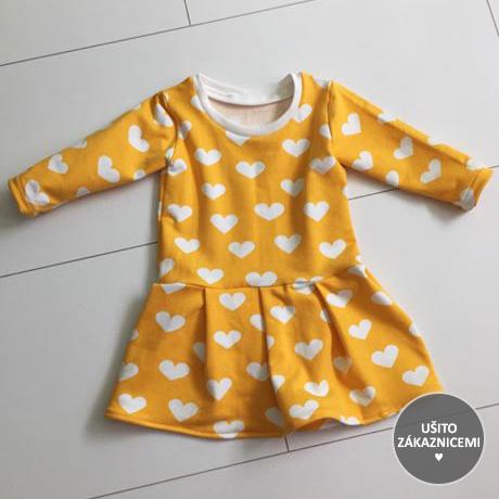 Střih na dětské šaty FLÓRA - fotka ud Zuzany M, která si malinko rozšířila a poskládala sukni...
