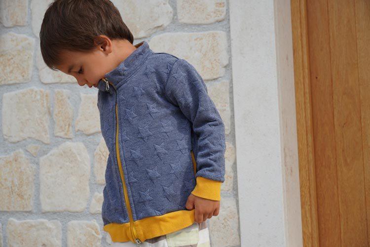 Střih - dětská mikina na zip se stojáčkem a kapsami
