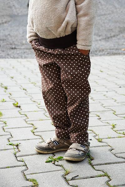 Jednoduchý střih na dětské kalhoty v pase do nápletu