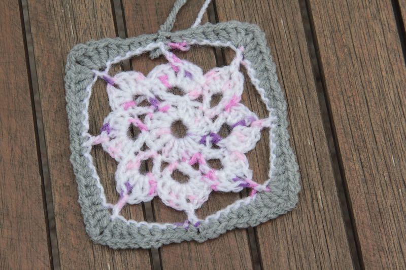 Návod na háčkovaný čtverec - květina