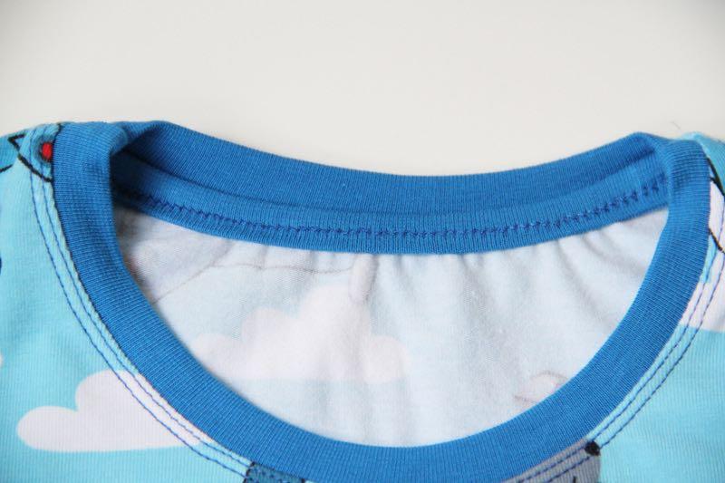 Jak ušít tričko - jak začistit lem průkrčníku