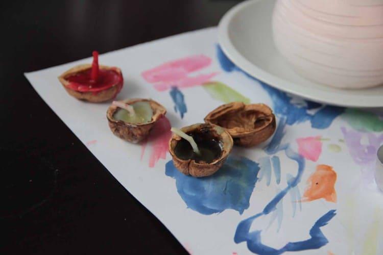 Tvoříme lodičky z ořechových skořápek