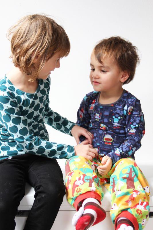 Jak ušít tričko a jak olemovat průkrčník - zrychlená metoda