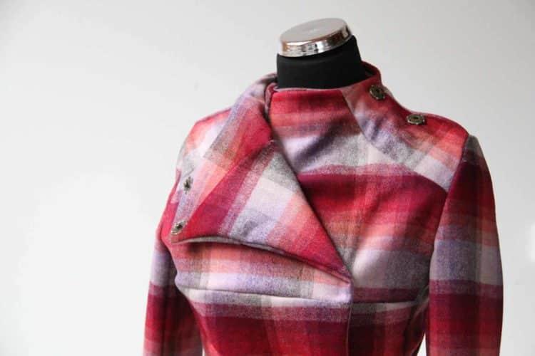 Odepnutá jedna část klopy. Jarní kabátek, střih 104 ABurda Style 1/2015