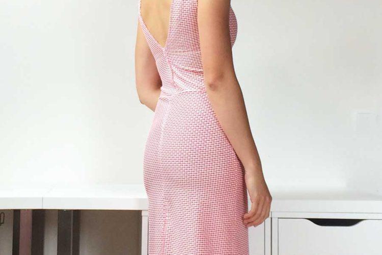 Jednoduché ručně šité dámské letní šaty