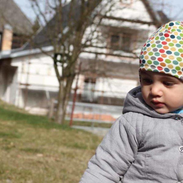 Dětská jarní či podzímní čepice přes uši z BIO bavlny