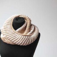 Ručně pletený luxusní nákrčník