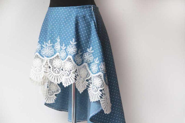 Ručně šitá dámská asymetrická sukně s bohatou krajkou