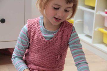 Ručně pletená vestička pro Terulku