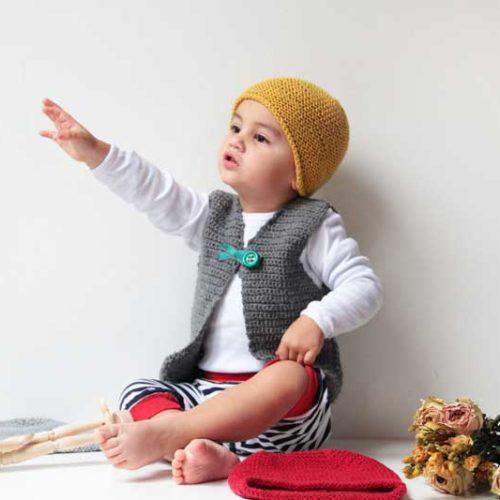 Ručně pletená dětská čepice přes uši