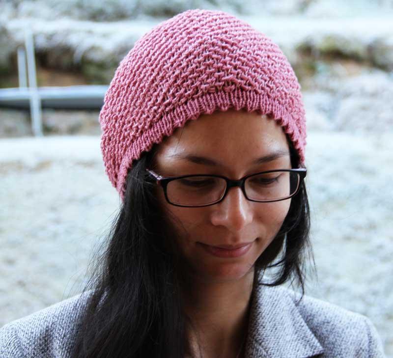 Návod na dámskou čepici se zajímavým pleteným vzorem