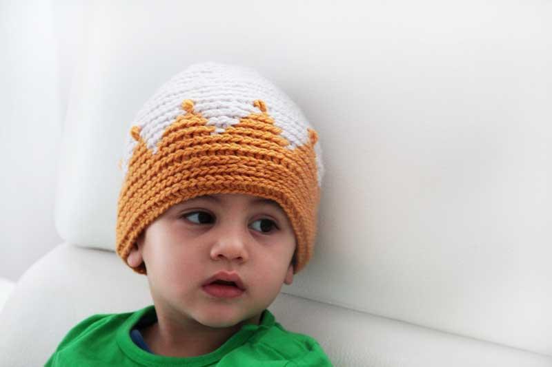 Návod na dětskou háčkovanou čepici s korunou. Pro malého prince