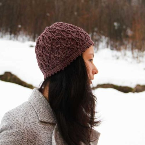 Návod na dámskou pletenou čepici se zajímavým vzorem