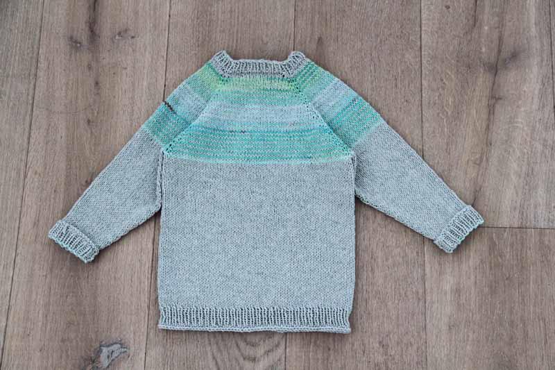 Návod zdarma - jak uplést dětský svetr s raglánovými rukávy 5c6bcc388c