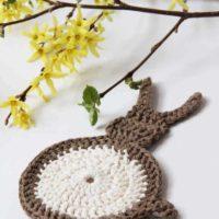 Velikonoční inspirace: Návod na háčkovanou podložku pod hrneček - králíček