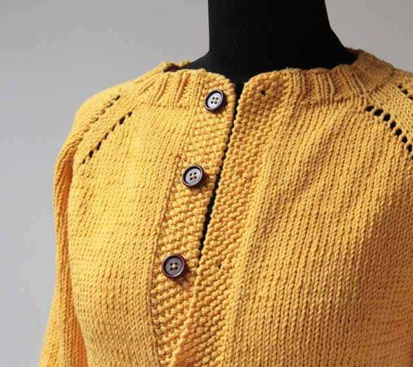 Návod na dámský ručně pletený kabátek pletený shora dolů