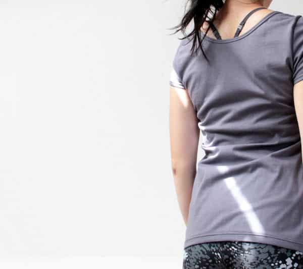 Střih na jednoduché dámské tričko s krátkým rukávem