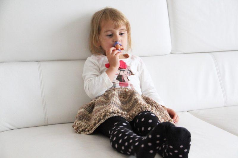 Dívčí háčkovaná sukýnka