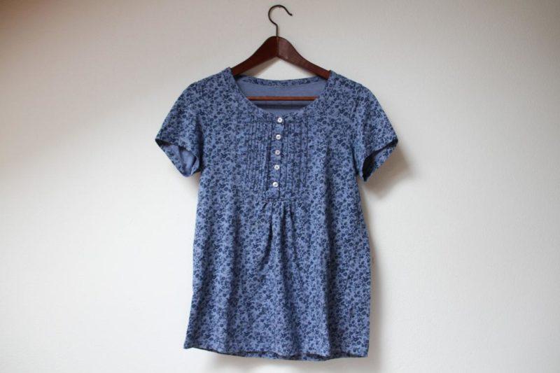 Recyklace oblečení: Modrá květinová halenka