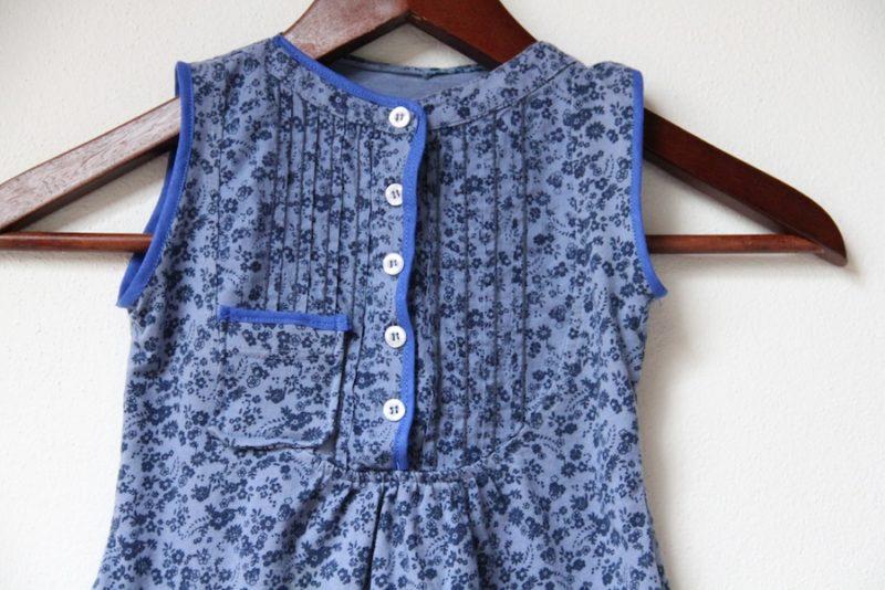 Recyklace oblečení: Šaty z halenky detail