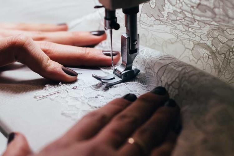 Jakou jehlu vybrat do domácího šicího stroje
